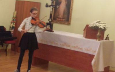 W setną rocznicę odzyskania niepodległości z piosenkami patriotycznymi przyjechała do nas Zosia i jej skrzypce- było wspaniale.
